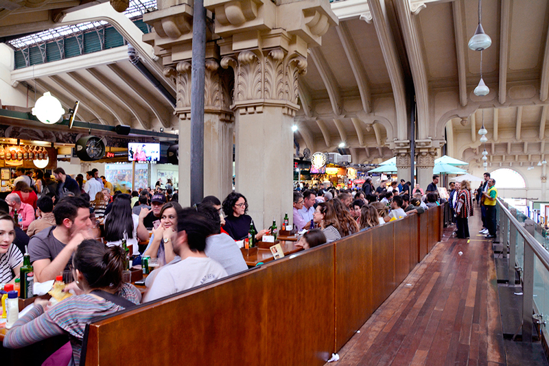 Restaurantes do mezanino do mercado municipal da cantareira de são paulo