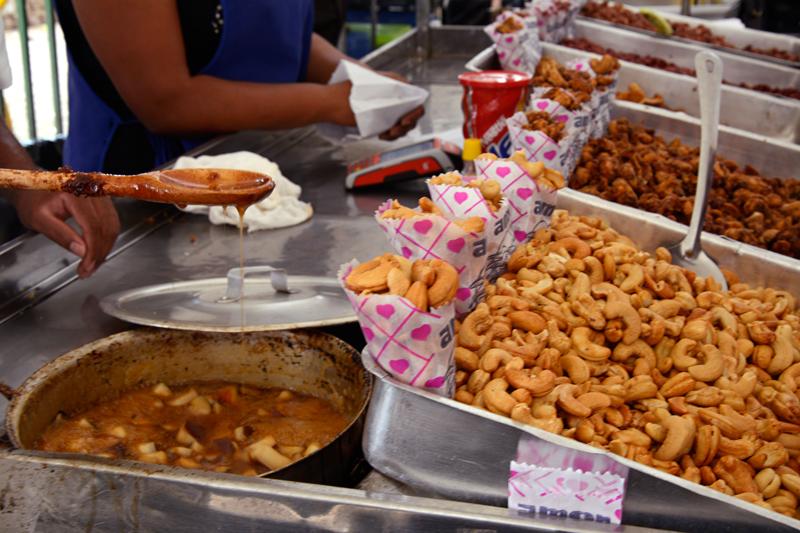 doces brasileiros na Feira da Benedito Calixto de Pinheiros em São Paulo
