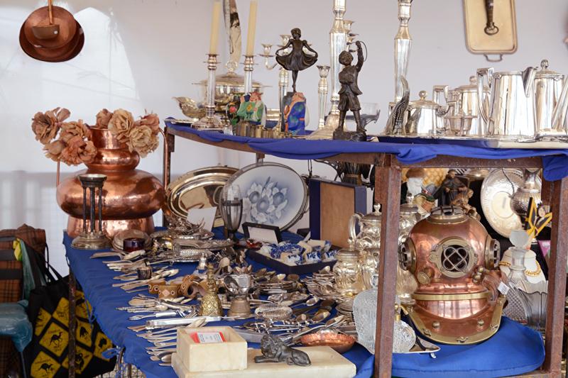 antiguidades na Feira da Benedito Calixto de Pinheiros em São Paulo
