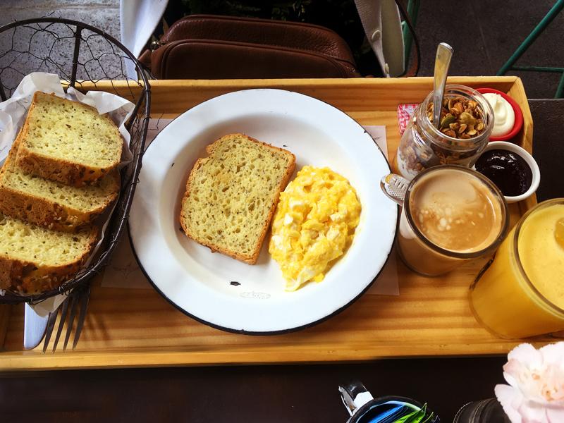 Café da manhã na Padoca do Maní