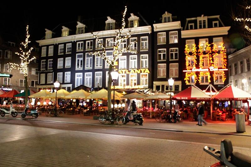Rembrandtplein em Amsterdã na Holanda