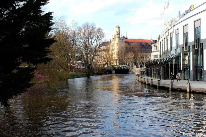 canal próximo do Americain Amsterdam Hotel em Amsterdã na Holanda