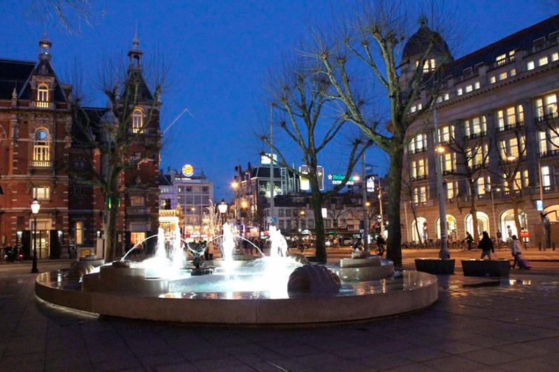 Praça próxima ao Americain Amsterdam Hotel em Amsterdã na Holanda