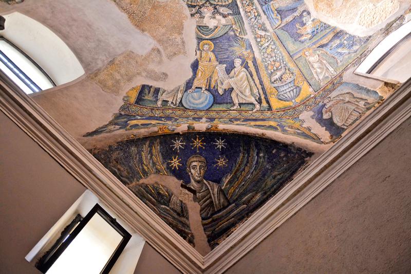Mosaicos bizantinos do Battistero di San Giovanni in Fonte em Duomo di Napli