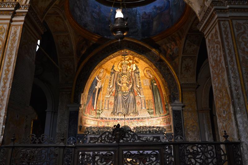 Mosaicos bizantinos da  Basilica di Santa Restituta na Duomo di Napoli