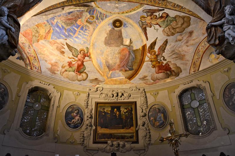Detalhe do altar da Detalhes da Basilica di Santa Restituta na Duomo di Napoli