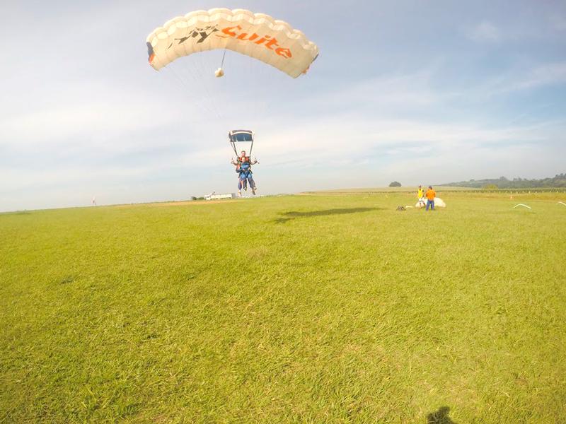 paraquedas no Centro de Paraquedismo e Balonismo em Boituva, São Paulo