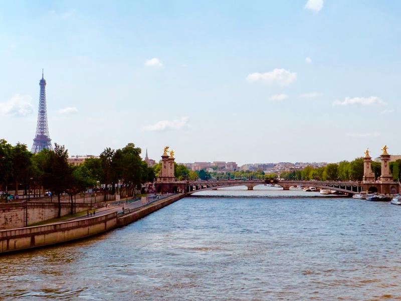 O rio Sena e a Torre Eiffel