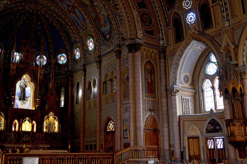 interior da Basílica Menor Santo Antônio do Embaré em Santos