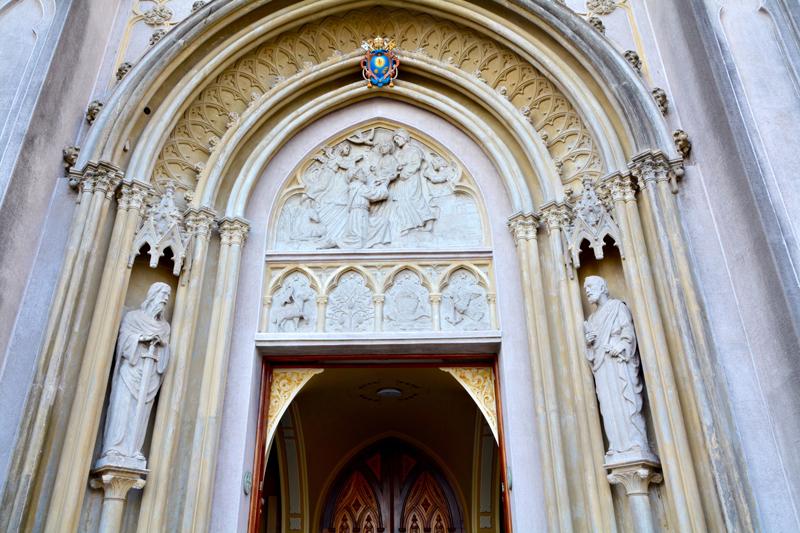 entrada da Basílica Menor Santo Antônio do Embaré em Santos