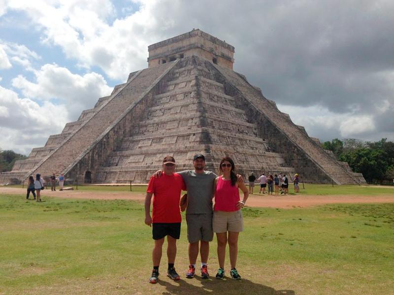 Roberta com o marido Eduardo e o sogro em Yucatán no mexico