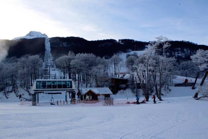 Base do Cerro Castor vista da pista de esqui nórdico do vale Las Cotorras na Argentina