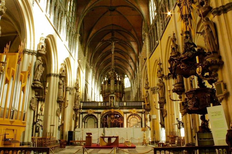Onze-Lieve-Vrouwekerk ou Igreja de Nossa Senhora em Bruges na Bélgica