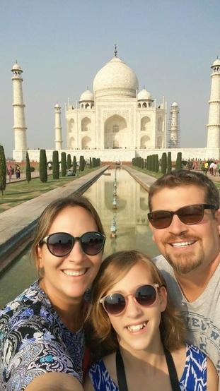 A família no Taj Mahal, Índia (Novembro/2015)