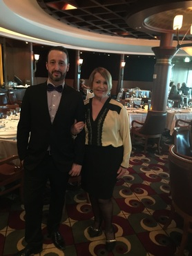 Ico e sua mãe Schirley Thomaz em noite de gala no cruzeiro