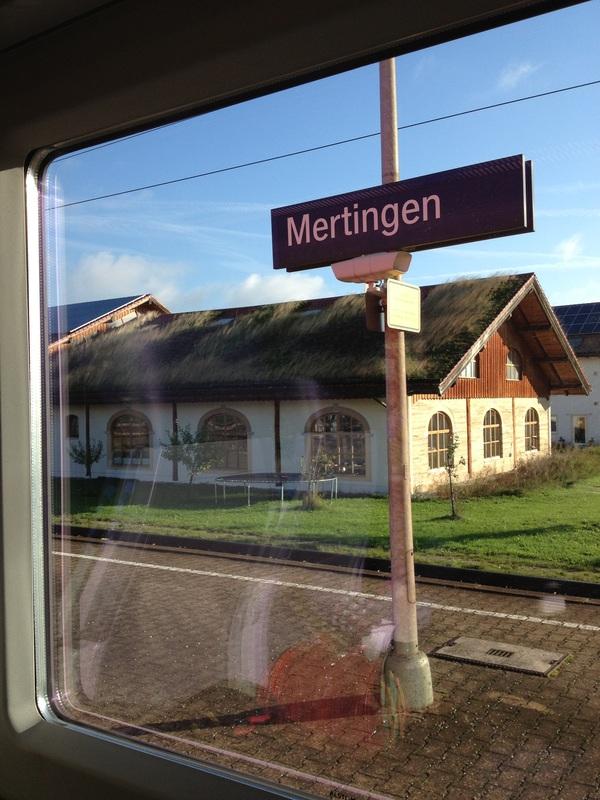 uma plataforma de estação de trem na Alemanha em COMPILADO DE DICAS PARA VIAJAR À EUROPA CENTRAL