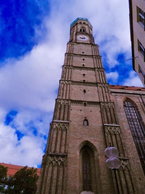 Uma das torres da igreja Frauenkirche Dicas de Viagem à MUNIQUE