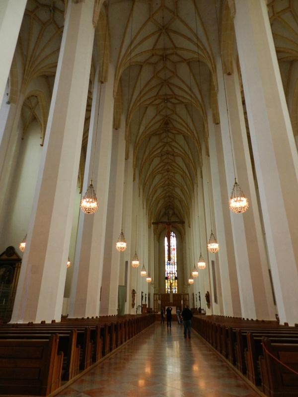 Nenhuma visão das janelas laterais neste ponto da igreja Dicas de Viagem à MUNIQUE