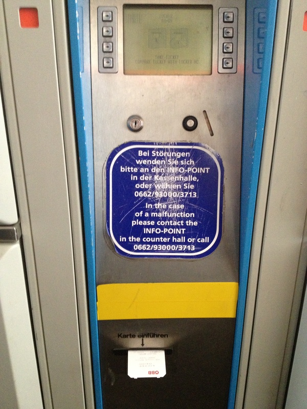 A máquina que emite seu bilhete do 'locker''