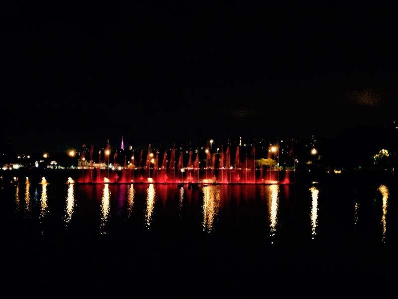 Show de luzes no chafariz do lago do parque do ibirapuera
