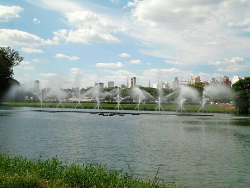 Chafariz do lago do parque do ibirapuera em sao paulo