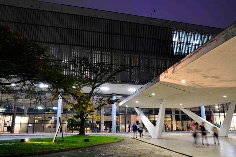 fachada do predio da bienal no parque do ibirapuera em sao paulo