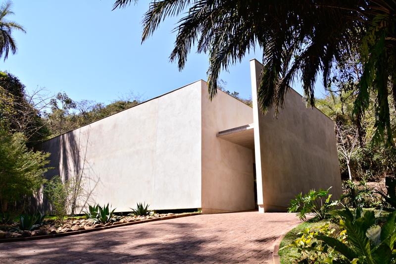 Galeria Doris Salcedo na rota rosa do instituto inhotim em brumadinho minas gerais brasil