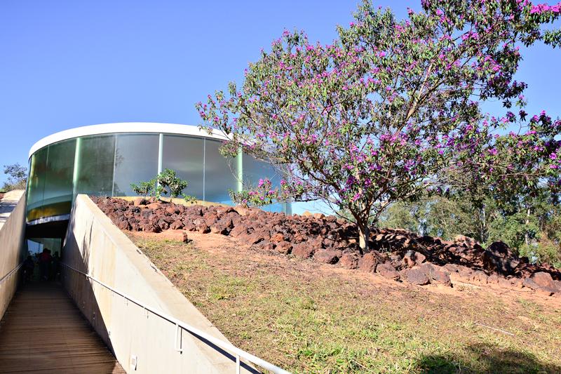 Galeria Doug Aitken na rota rosa do instituto inhotim em brumadinho minas gerais brasil
