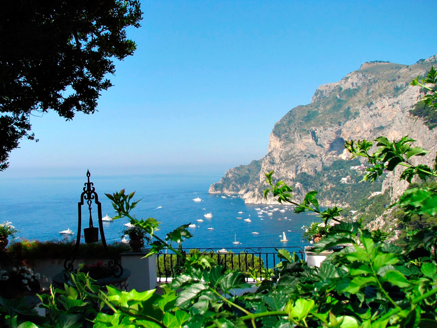 Via Tragana na Ilha de Capri na Italia