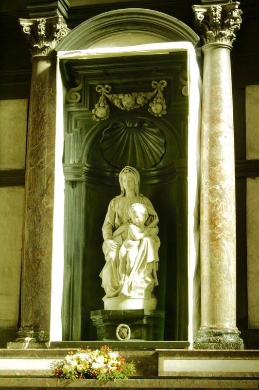 Escultura de Michelangelo na Onze-Lieve-Vrouwekerk ou Igreja de Nossa Senhora, Dicas de Viagem para Bruges