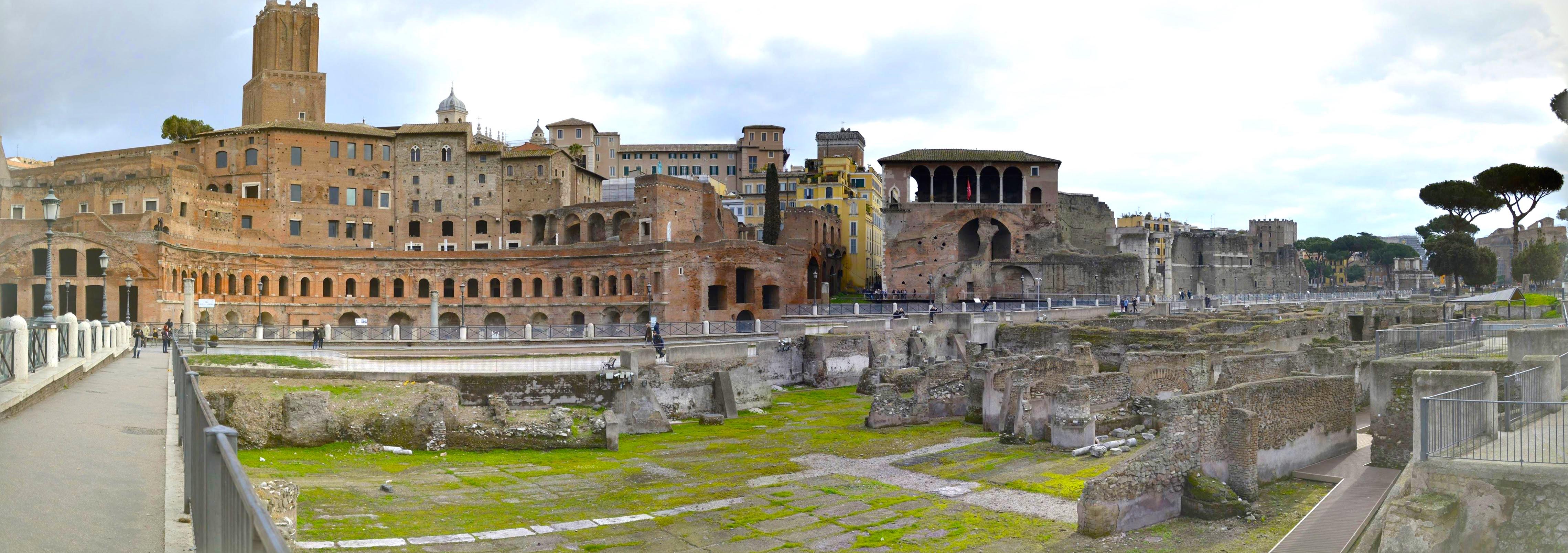 Panorâmica do Foro di Augusto em Roma na Itália