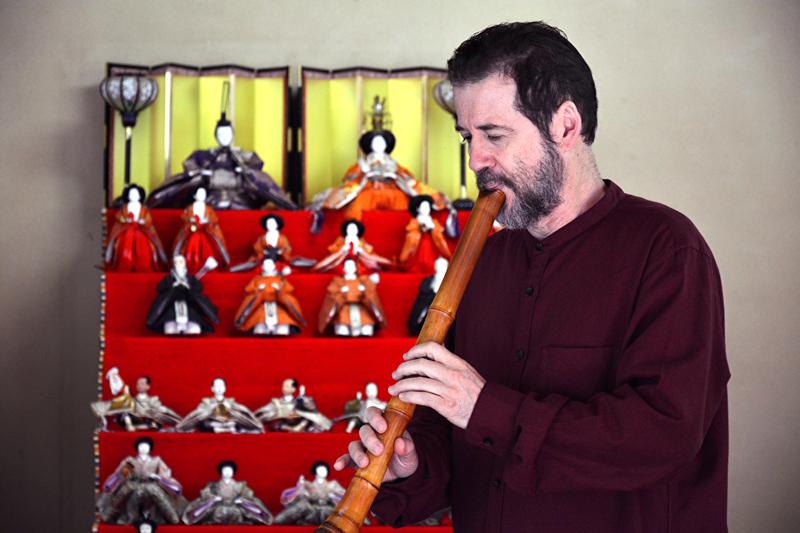 apresentação de flauta shakuhachi po shen ribeiro no pavilhao japones no parque do ibirapuera