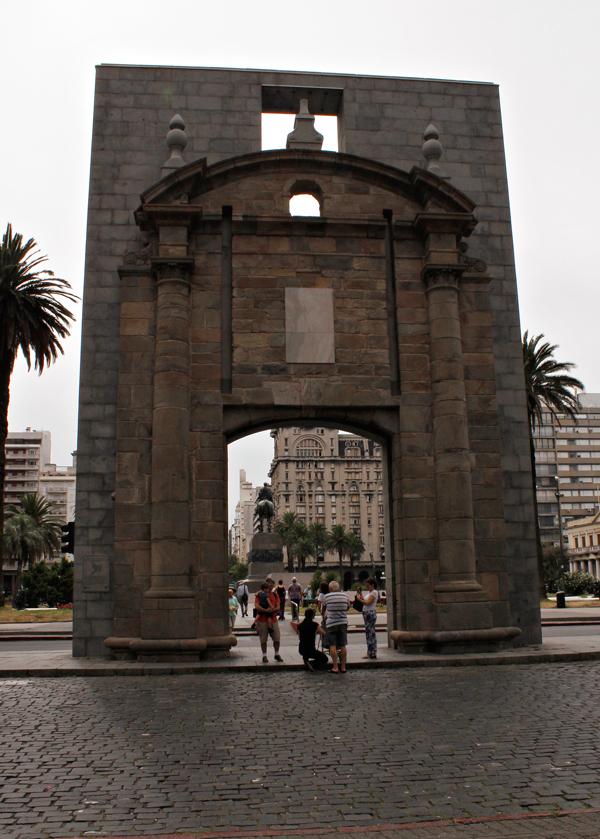 Puerta de la Ciudadela de Montevideo