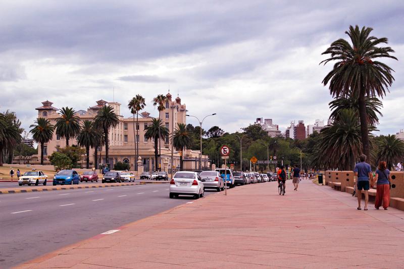 Rambla um pouco antes da Playa Ramirez em Montevideo