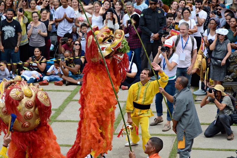 Dança do Leão no Ano Novo Chinês no Templo Zu Lai em Cotia São Paulo