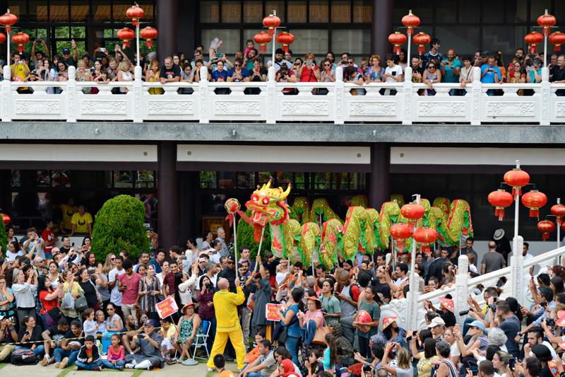 Dança do Dragão no Ano Novo Chinês no Templo Zu Lai em Cotia São Paulo