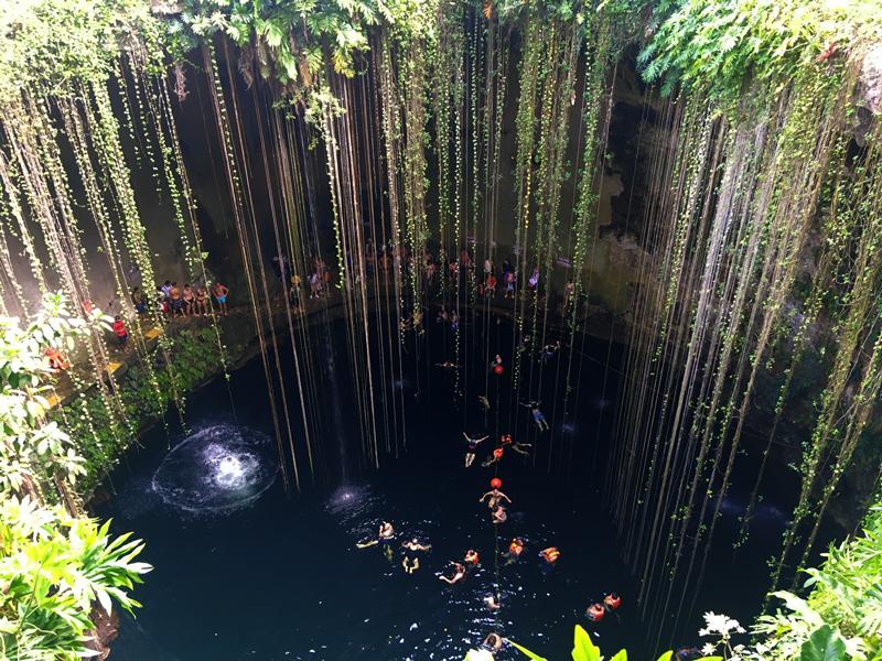 Cenote Sagrado de Ik Kil em Yucatán, Mexico