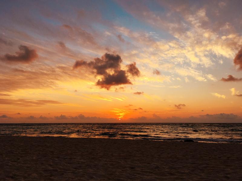 Por do sol na praia do hotel Grand Vidanta no Mexico dicas de viagem para a península de yucatán e riviera maya no méxico
