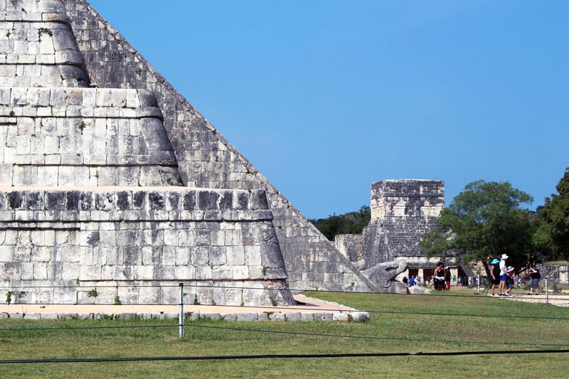 A grande pirâmide El Castillo de Chichen Itzá no México