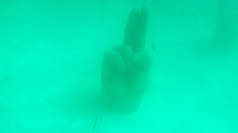Uma escultura encontrada no mergulho em Cancun no Mexico