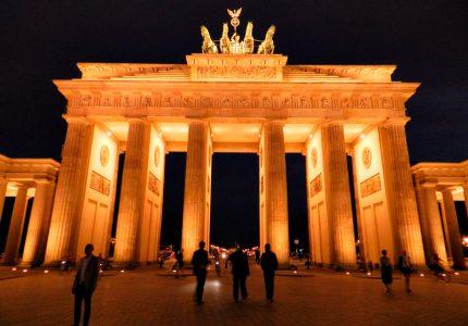 Brandenburger Tor à noite em Berlim