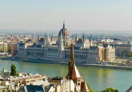 O Parlamento visto do Halászbástya