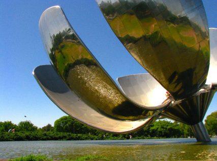 BUENOS AIRES: recoleta, palermo e villa crespo Floralis Generica