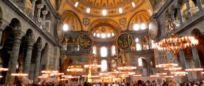 Interior da Haghia Sophia ou Santa Sofia em Istambul