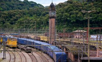 a torre do relógio da estação de Paranapiacaba